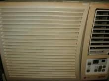 [8成新] 日昇家電~LG0.8噸右吹窗冷窗型冷氣有輕微破損