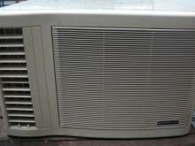 [9成新] 日昇家電~日立0.8噸左吹窗冷窗型冷氣無破損有使用痕跡