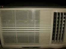 [9成新] 日昇~歌林0.8噸右吹窗型冷氣窗型冷氣無破損有使用痕跡