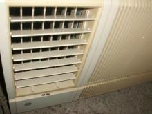 [8成新] 黃阿成~奇異0.8噸左吹窗型冷氣窗型冷氣有輕微破損