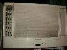 [9成新] 黃阿成~日立1噸雙吹窗型冷氣窗型冷氣無破損有使用痕跡