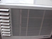 [9成新] 日昇~日立0.8噸左吹窗型冷氣窗型冷氣無破損有使用痕跡