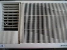 [9成新] 日昇~日立2.2噸左吹窗型冷氣冷氣搖控器無破損有使用痕跡