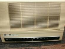 [9成新] 日昇家電~國際1噸下吹窗型冷氣窗型冷氣無破損有使用痕跡