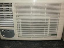 [9成新] 日昇家電~普騰1.5噸左吹窗冷冷氣搖控器無破損有使用痕跡