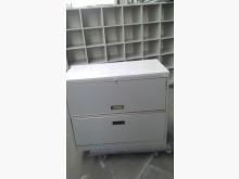 辦公鐵櫃上為掀抽屜 下為拉抽屜辦公櫥櫃無破損有使用痕跡