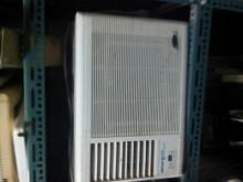 [9成新] 普騰良峰窗型5平冷氣窗型冷氣無破損有使用痕跡