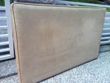 5呎布床頭片床頭櫃無破損有使用痕跡