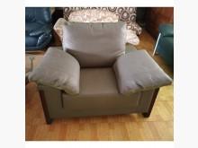 [8成新] 半牛皮沙發(清倉大降價)單人沙發有輕微破損