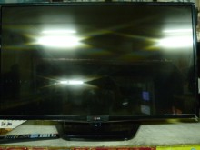 [8成新] 李太太~LG42吋LED色彩鮮艷電視有輕微破損