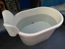 連欣二手傢俱-塑膠製浴缸/泡澡盆浴缸/木桶無破損有使用痕跡