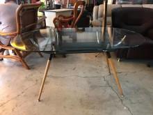 [9成新] 大慶二手家具 玻璃木腳餐桌其它櫥櫃無破損有使用痕跡