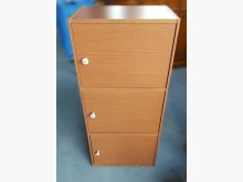 [9成新] A113002* 三層三門木櫃收納櫃無破損有使用痕跡