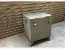 快快快 工業老鐵櫃 有輪子其它櫥櫃有輕微破損