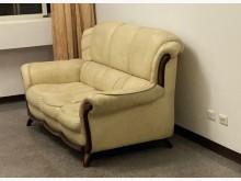 [7成新及以下] 雙人沙發有明顯破損
