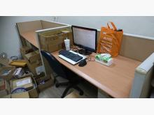 [8成新] 辦公桌含屏風辦公桌有輕微破損