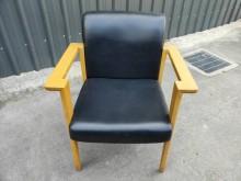 [9成新] 台中二手傢俱/黑皮休閒椅餐椅無破損有使用痕跡