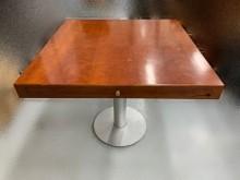 [8成新] A41101* 四方實木餐桌*餐桌有輕微破損