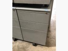[7成新及以下] (二手)銀色活動櫃辦公櫥櫃有明顯破損