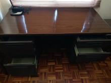 [8成新] 不鏽鋼木紋烤漆辦公桌辦公桌有輕微破損