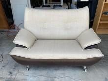 [9成新] 米白配咖啡半貓抓皮雙人沙發雙人沙發無破損有使用痕跡