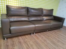 [9成新] 九成新滑動式靠腰半牛皮三人沙發多件沙發組無破損有使用痕跡