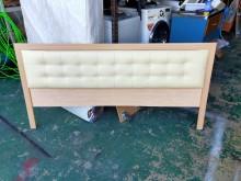 [9成新] 白橡6尺白皮墊造型床頭片*床組*床頭櫃無破損有使用痕跡