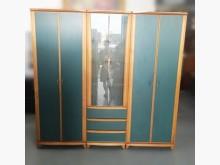 [7成新及以下] B9155*木紋綠色7尺衣櫃*衣櫃/衣櫥有明顯破損