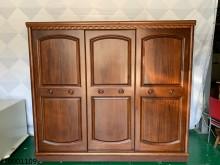 [9成新] 中古/二手 樟木色推門衣櫃衣櫃/衣櫥無破損有使用痕跡