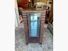 [8成新] 典雅胡桃木2尺 三層玻璃酒櫃其它櫥櫃有輕微破損