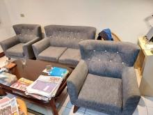 [8成新] 生活工場沙發組 2+1+1多件沙發組有輕微破損