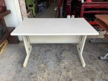 香榭二手*灰白面4尺HU腳辦公桌辦公桌無破損有使用痕跡
