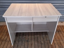 [8成新] 白橡二抽書桌書桌/椅有輕微破損