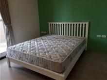 [95成新] 近全新床架(非排骨喔)與床墊雙人床架近乎全新