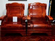 [8成新] 紅木色實木單人沙發2組一併俗俗賣木製沙發有輕微破損