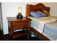 [95成新] 氣質高貴價格不貴之典雅床頭櫃床頭櫃近乎全新