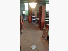 [9成新] 銀色簡約立燈其它家具無破損有使用痕跡