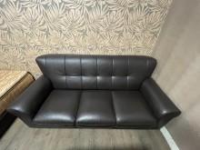 [95成新] 三人座 沙發  咖啡色塑膠皮雙人沙發近乎全新