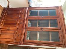[95成新] 實木玻璃防塵書櫃書櫃/書架近乎全新
