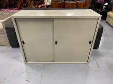 [9成新] C83009*4尺鐵門鐵櫃辦公櫥櫃無破損有使用痕跡