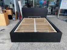 [9成新] B90102*5尺上掀式床架雙人床架無破損有使用痕跡