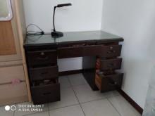 [7成新及以下] 買主管辦公桌,送主管椅辦公桌有明顯破損