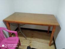 [8成新] 實木亮麗書桌 + 送2只小茶几辦公椅有輕微破損