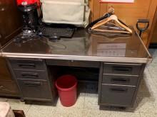 [7成新及以下] 質優堅固公文書桌 含各抽屜鑰匙書桌/椅有明顯破損