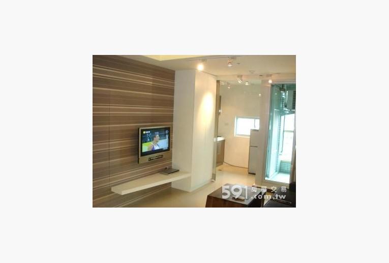 台北租屋,信義租屋,獨立套房出租,客廳壁掛32吋液晶電影牆