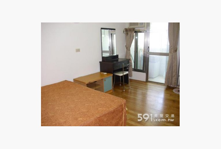 台南租屋,安平租屋,獨立套房出租,雙人床 / 梳妝台/冷氣機