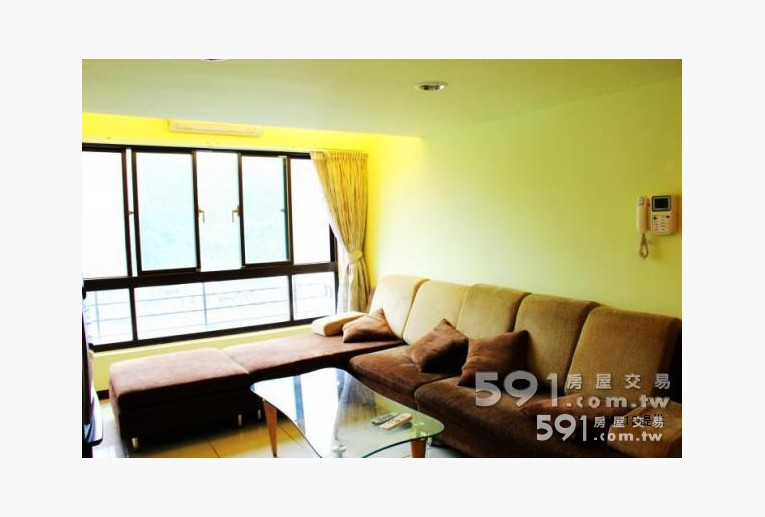 新北租屋,泰山租屋,整層住家出租,客廳(含電視、冷氣、寬敞沙發)