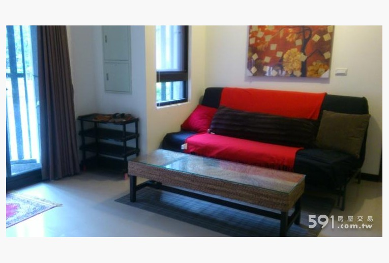 基隆租屋,中正租屋,整層住家出租,大沙發, 也是大沙發床