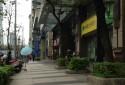 鄰近台北101世貿中心,銀行林立