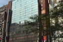 三普企業大樓外觀,一樓繁華熱鬧